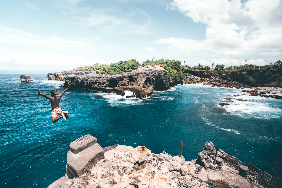 Blue lagoon cliff jumping, lembongan,destination of lembongan, holiday in lembongan , Arthamas Express, fast boat , sanur